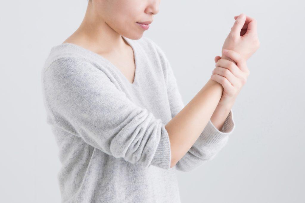 女性ホルモンの影響で発症する可能性も